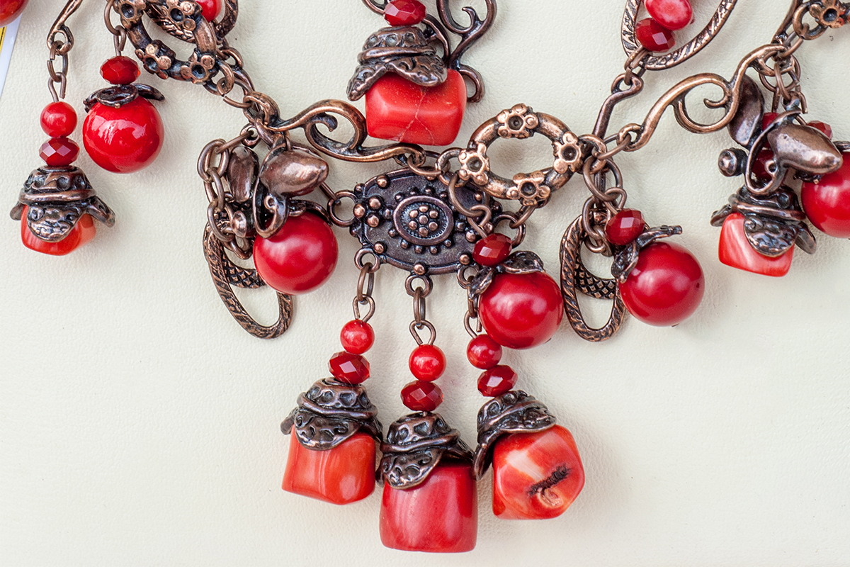 Coral: amid myth and variety, for lucky charm jewellery